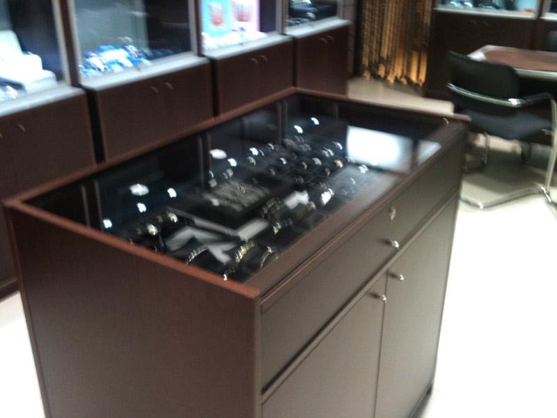 Fabricacion mobiliario comercial  montaje integral tiendas  instalaciones c...