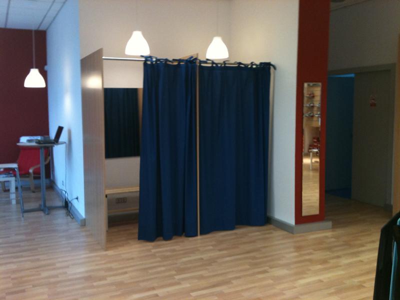 Fabricacion mobiliario comercial montaje integral for Probadores de ropa interior
