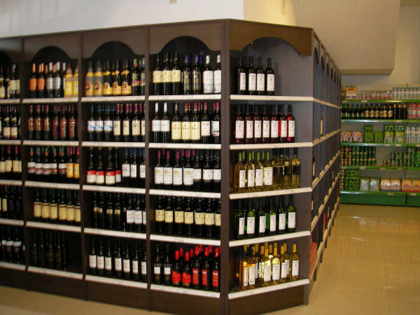 Fabricacion mobiliario comercial montaje integral - Estanterias de vino ...